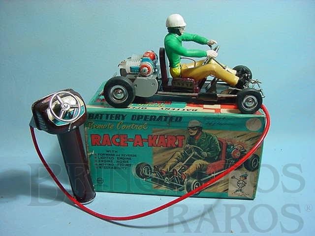 Brinquedo antigo Kart Race-a-Kart com comando por cabo e piloto móvel 23,00 cm de comprimento Década de 1960