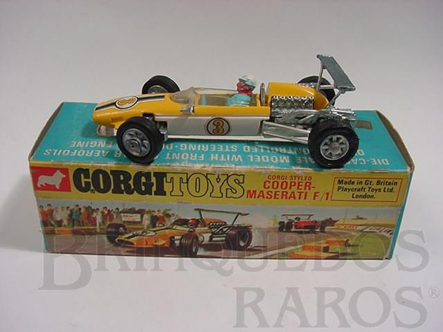 Brinquedo antigo Cooper Maserati Fórmula 1 amarela piloto com movimento