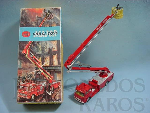 Brinquedo antigo Simon Snorkel  Fire Engine completo com seis figuras