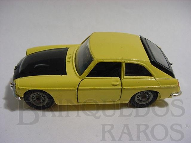 Brinquedo antigo MGC GT amarelo e preto