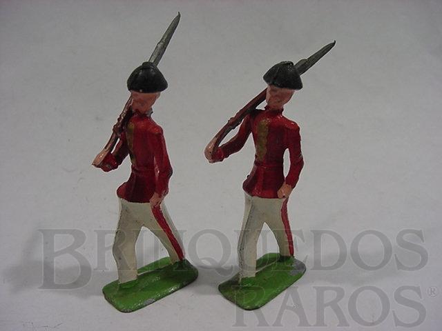 Brinquedo antigo Soldados marchando com uniforme vermelho e branco