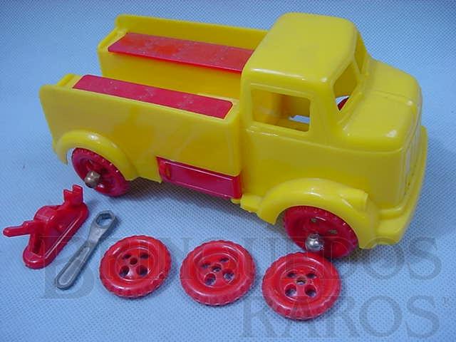 Brinquedo antigo Caminhão Carro de Socorro com Rodas Sobressalentes Ferramentas e Macaco 25,00 cm de comprimento Importado e distribuído pela Estrela Ano 1956