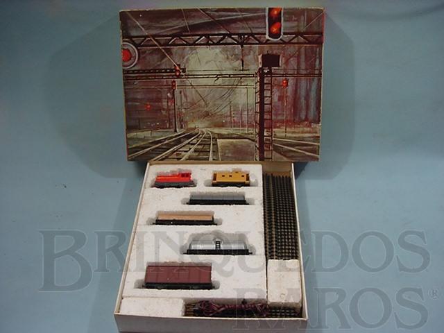 Brinquedo antigo Conjunto de Locomotiva Manobreira Diesel R.F.F.S.A. e cinco Vagões de Carga Década de 1960