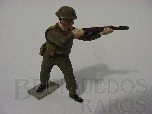 Brinquedo antigo Soldado Inglês Atirando uniforme verde II Guerra