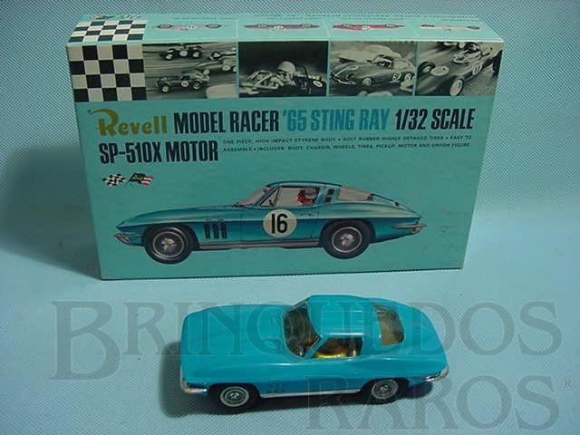 Brinquedo antigo Corvette Sting Ray 1965 azul montado com caixa original