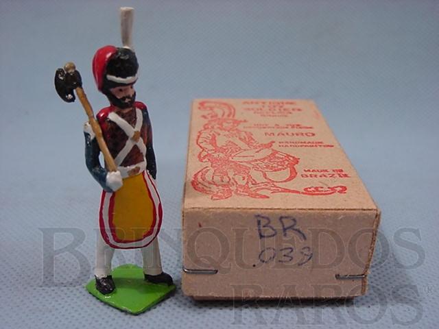 Brinquedo antigo Soldado porta Machado do Batalhão de Fuzileiros Em uniforme de gala. Brasil 1852