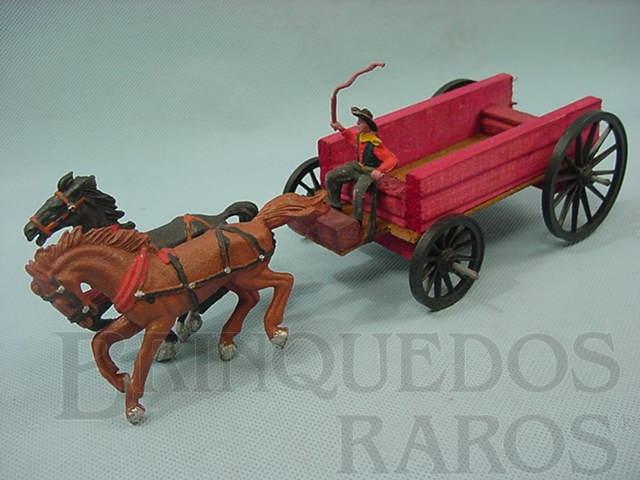 Brinquedo antigo Carroça com dois cavalos e Cocheiro com chicote Década de 1960