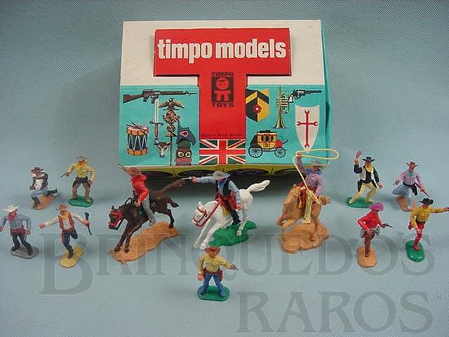 Brinquedo antigo Conjunto de doze Cowboys três a cavalo e nove a pé Década de 1970
