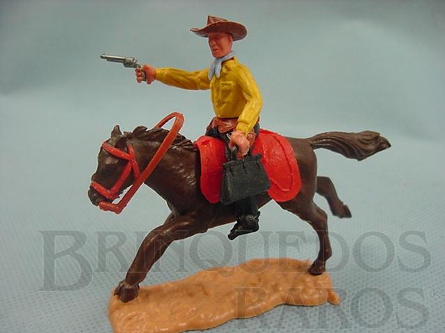 Brinquedo antigo Bandido a cavalo com revolver e maleta Década de 1970