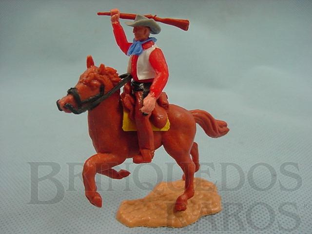 Brinquedo antigo Cowboy montado a cavalo com rifle Década de 1970