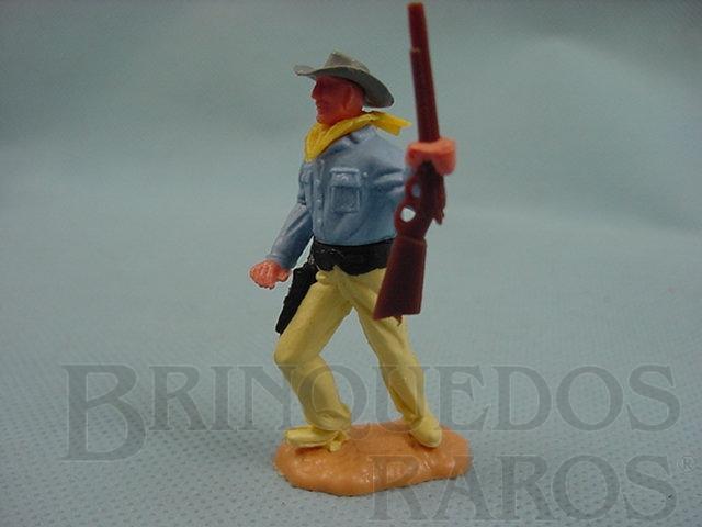 Brinquedo antigo Cowboy de pé com rifle