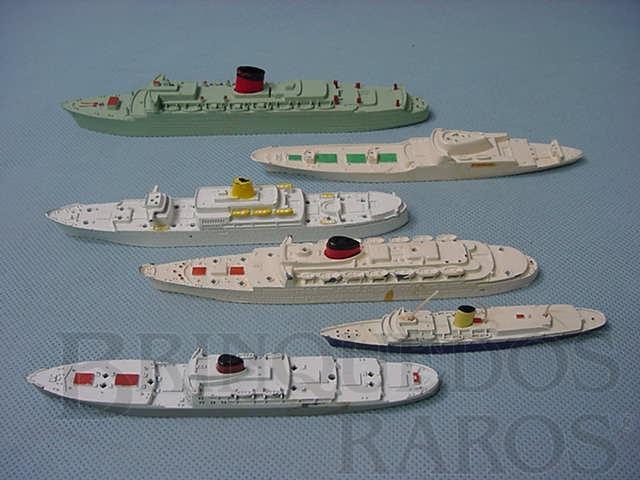 Brinquedo antigo Conjunto de seis navios de passageiros Waterline Models Década de 1960