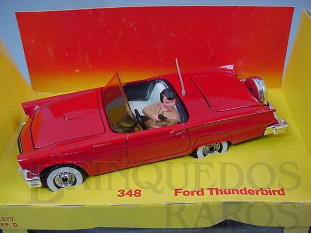 Brinquedo antigo Ford Thunderbird do filme Vegas