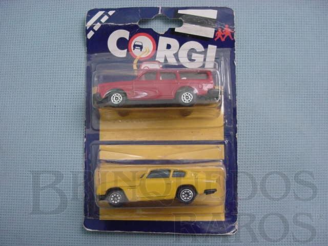 Brinquedo antigo Aston Martin DB6 e Volvo 245DL Blister duplo lacrado Corgi Jr