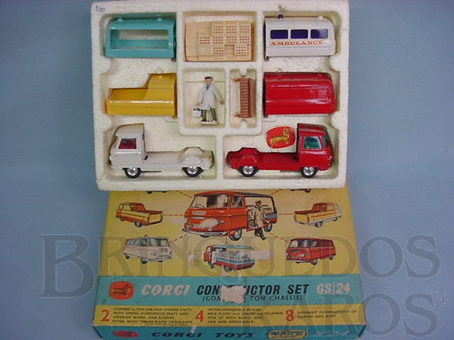 Brinquedo antigo Gift Set Constructor Set with Commer 3,4 ton Chassis Units Década de 1960