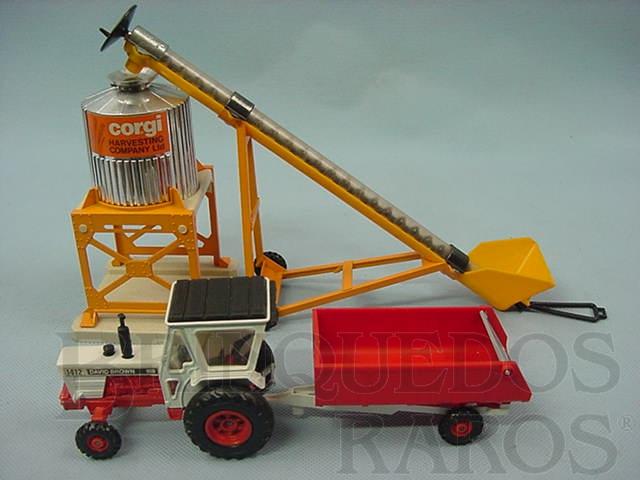 Brinquedo antigo Gift Set David Brow Tractor completo com silo