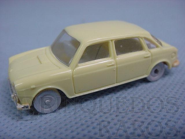 Brinquedo antigo Austin 1800 com 5,00 cm de comprimento Década de 1970