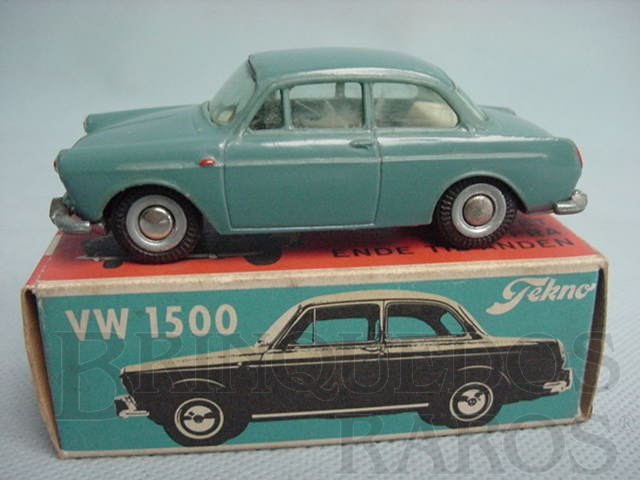 Brinquedo antigo Volkswagen 1500 azul Década de 1960
