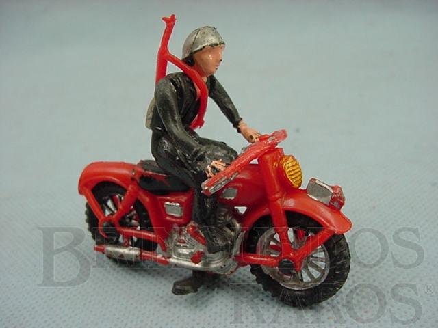 Brinquedo antigo Motocicleta com 7,00 cm de comprimento e soldado de plástico pintado Década de 1970