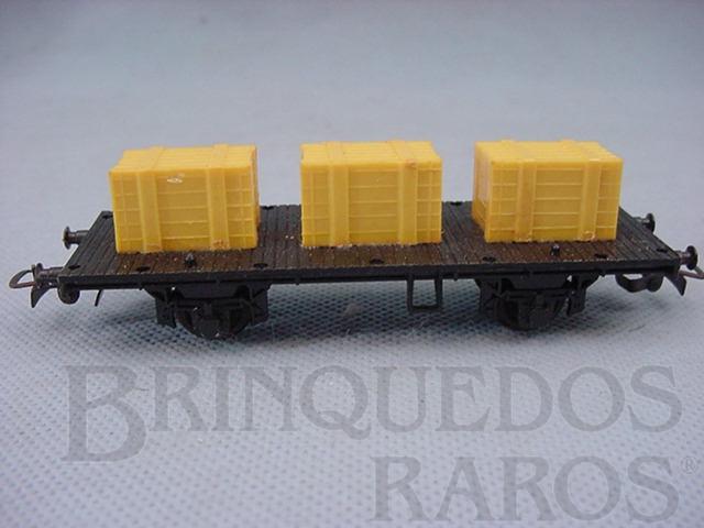 Brinquedo antigo Vagão prancha de dois eixos com três caixas amarelas Década de 1970