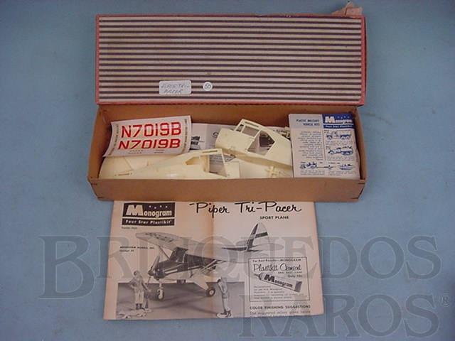 Brinquedo antigo Avião Piper Tri-Pacer importado e embalado pela Mobral na década de 1970