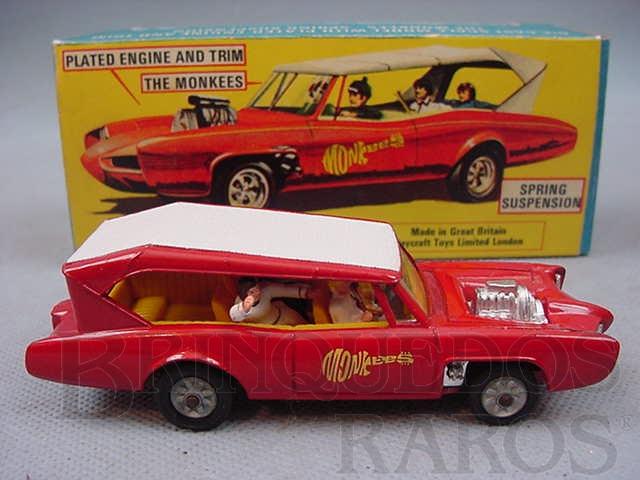 Brinquedo antigo Pontiac GTO dos Monkees Monkeemobile completo com as figuras Década de 1970