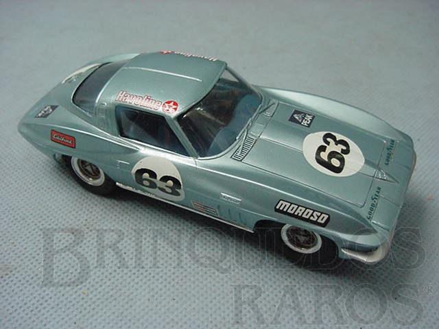 Brinquedo antigo Corvette Sting Ray 1965 azul montado e pintado de azul metálico