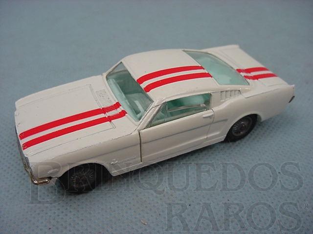 Brinquedo antigo Ford Mustang Fastback 2+2 branco com faixas vermelhas