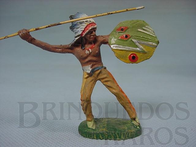 Brinquedo antigo Chefe índio com lança e escudo Década de 1950
