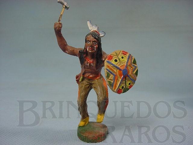 Brinquedo antigo Índio com machado e escudo Década de 1950