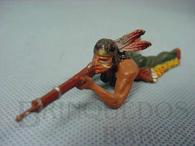 Brinquedo antigo Indio deitado atirando com rifle Década de 1950