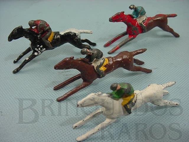 Brinquedo antigo Cavalos de corrida para pistas de madeira Década de 1960