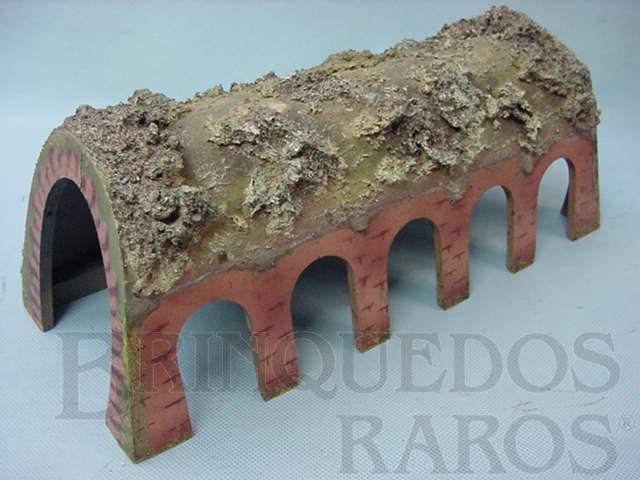 Brinquedo antigo Túnel com entradas laterais 32,00 cm de comprimento Papier Maché Década de 1940