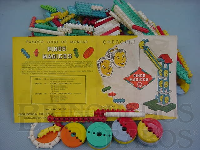 Brinquedo antigo Conjunto de Montar Pinos Mágicos Década de 1960