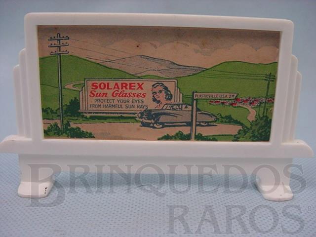 Brinquedo antigo Bilboard suporte com cartaz Solarex Sun Glas Série Plasticville Década de 1950