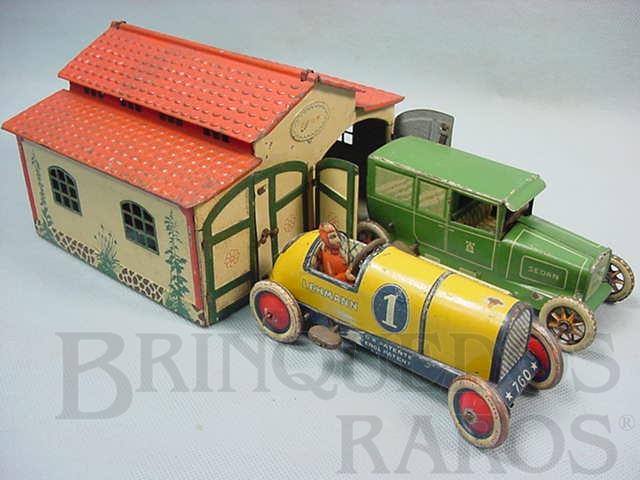 Brinquedo antigo Conjunto de Garagem dupla com 16,00 cm de largura e dois carros um Sedan e um Galop Ano 1929