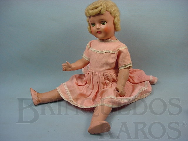Brinquedo antigo Boneca de massa com 50,00 cm de altura Roupa original Olhos de plástico pintado Década de 1940