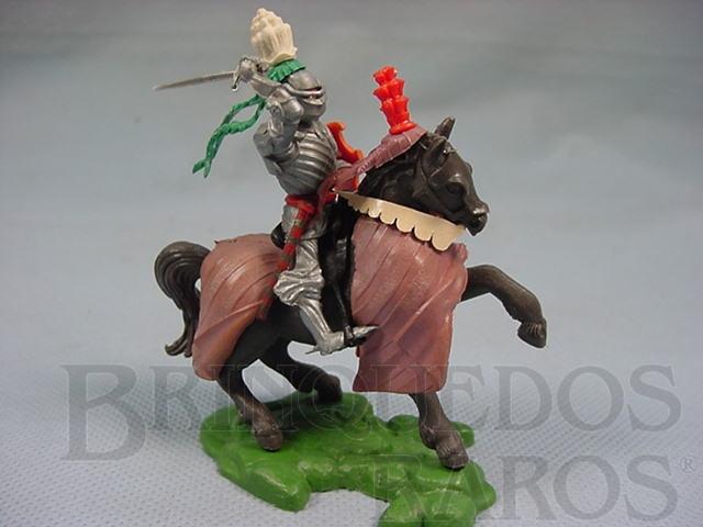Brinquedo antigo Cavaleiro Medieval com Espada e escudo Série Swoppet Posição de Ataque Perfeito estado