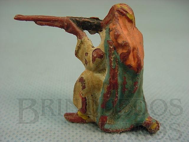 Brinquedo antigo Beduíno ajoelhado atirando com Fuzil Série Lawrence da Árabia