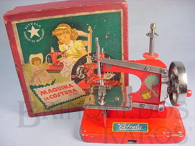 Brinquedo antigo Máquina de costura com 19,00 cm de altura fabricada pela Metalúrgica Martau e Distribuída pela Estrela Ano 1948