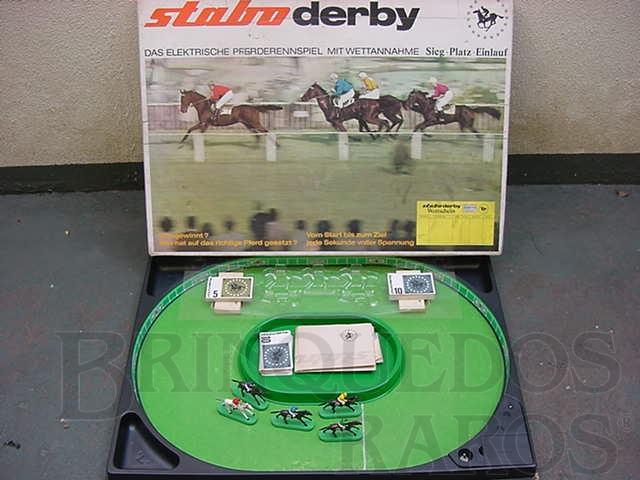 Brinquedo antigo Corrida de Cavalos Stabo Derby Completa com cinco cavalos Década de 1960