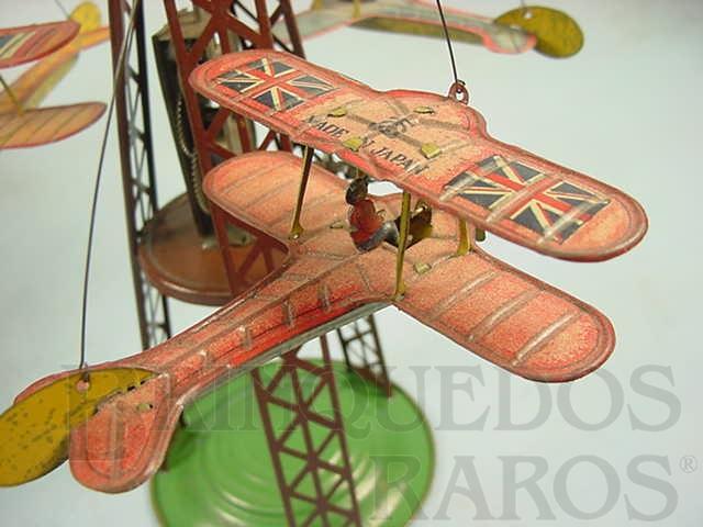 Brinquedo antigo Avião biplano com 7,00 cm de comprimento Apresenta nas asas a bandeira da Inglaterra Final da década de 1920