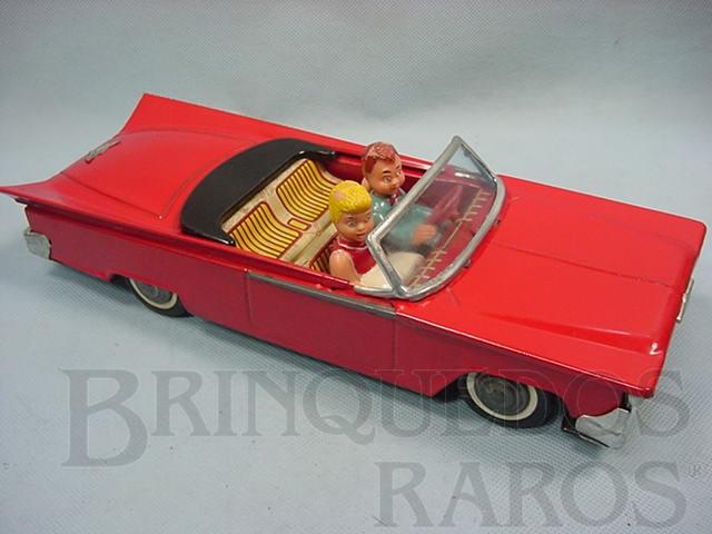 Brinquedo antigo Carro conversível com duas figuras 30,00 cm de comprimento Década de 1970