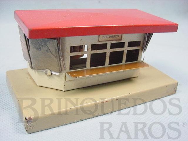Brinquedo antigo Banca de jornal com 12,00 cm de comprimento Made in US Zone Acompanha reprodução de miniaturas de jornais da época Década de 1950