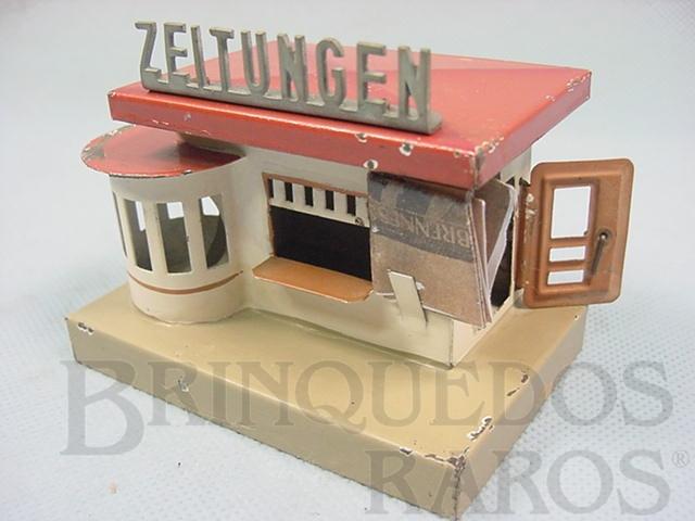 Brinquedo antigo Banca de jornal com 9,00 cm de comprimento Acompanha reprodução de miniaturas de jornais da época Década de 1930