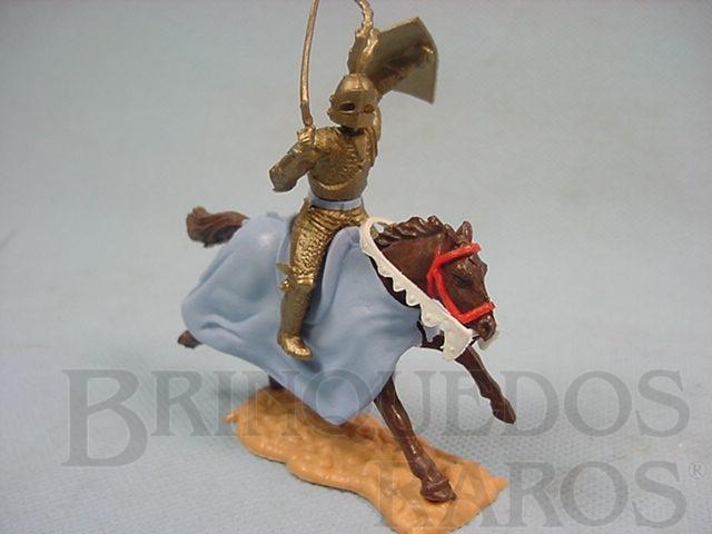 Brinquedo antigo Guerreiro medieval a cavalo com espada e escudo