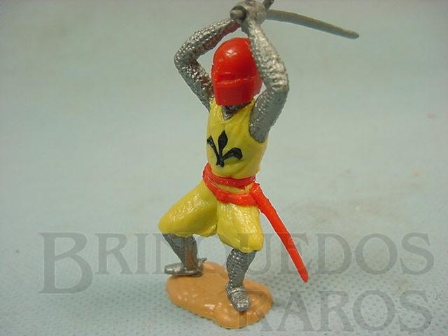 Brinquedo antigo Guerreiro medieval a pé com espada