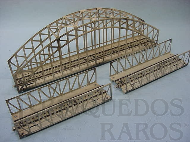 Brinquedo antigo Conjunto de ponte em arco com tres partes. 72,00 cm de comprimento. Década de 1960