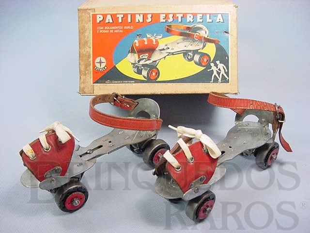 Brinquedo antigo Patins com rolamentos duplos e quatro rodas de aço Ano 1958