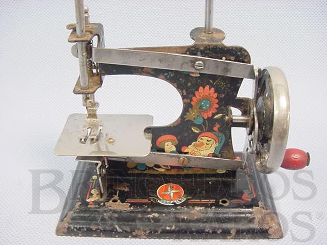 Brinquedo antigo Máquina de costura com 12,00 cm de altura Década de 1950